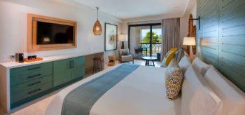 Habitación de la suite junior en el resort Lopesan Costa Bávaro en Punta Cana