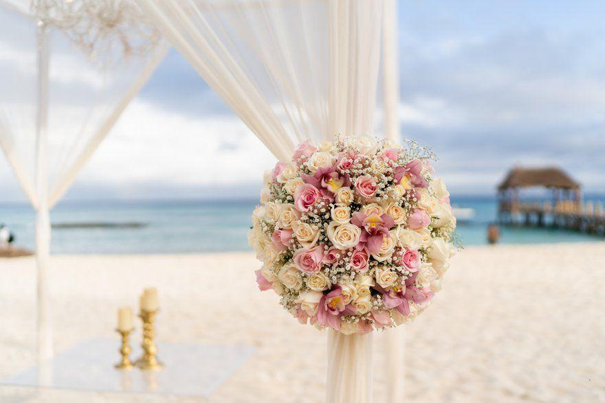 Una ceremonia inolvidable a orillas del Mar Caribe