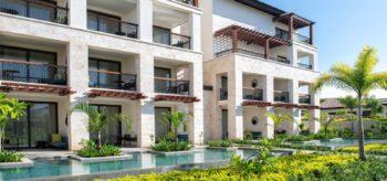 Vista de las terrazas desde fuera en resort Lopesan Costa Bávaro en Punta Cana