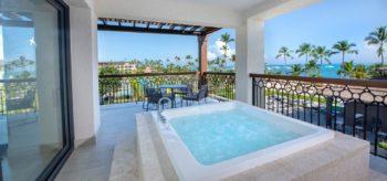 Jacuzzi en la terraza en resort Lopesan Costa Bávaro en Punta Cana