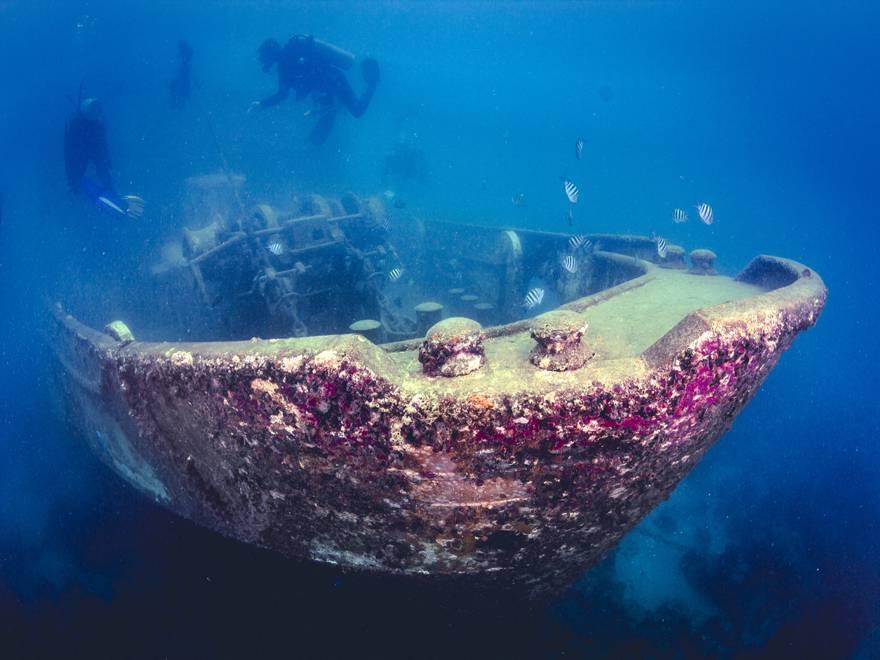 Barca hundida en el Caribe