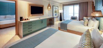 Habitación con dos camas de matrimonio en resort Lopesan Costa Bávaro en Punta Cana